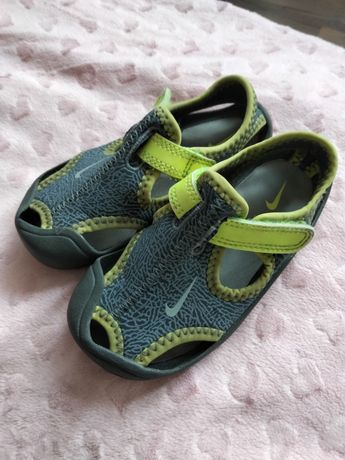 Sandałki Nike roz 23