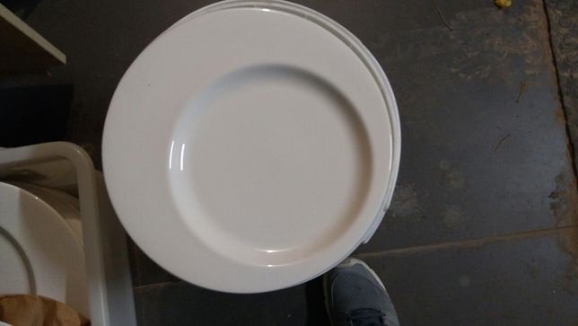 Zastawa stołowa talerze