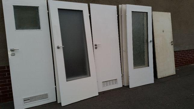 Sprzedam drzwi pokojowe, łazienkowe, pełne białe z klamką