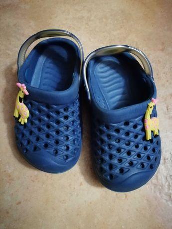 Crocs de criança tamanho 20