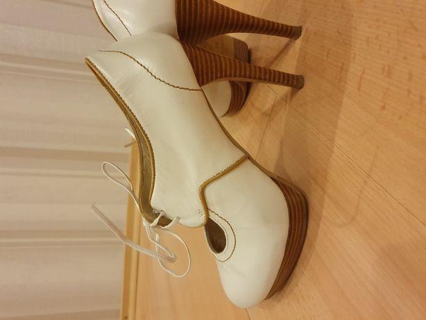 Женские стильные кожаные туфли Braska р.35