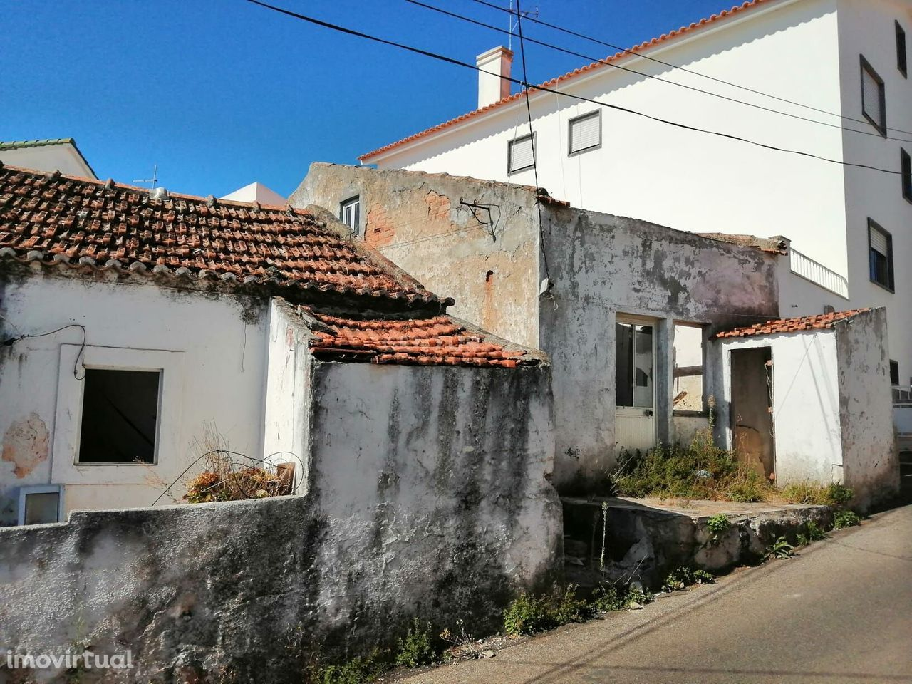 Casa rústica, em pedra, para remodelação profunda, em Aruil, Almargem