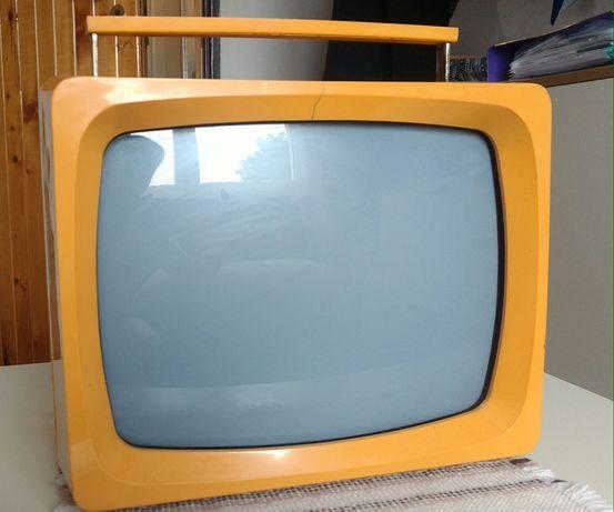Telewizor Unitra czarno-bialy Vela 202 z okresu PRL