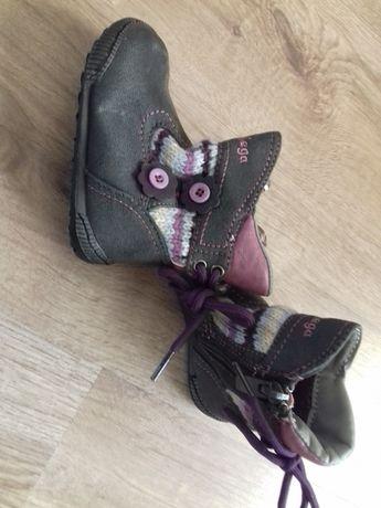 botas menina com uso