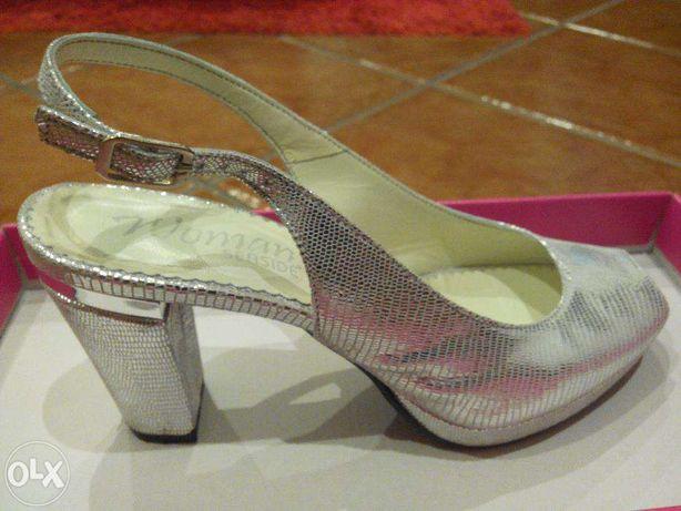 Sapatos prateados, como novos usados apenas uma vez
