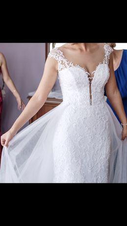 Suknia ślubna z doczepionym trenem