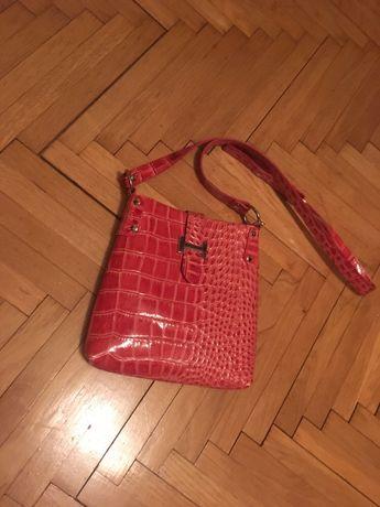 Czerwona torebka damska ze skóry wężowej