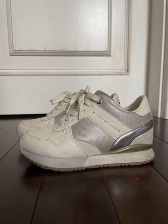 Светлые кроссовки Tommy Hilfiger