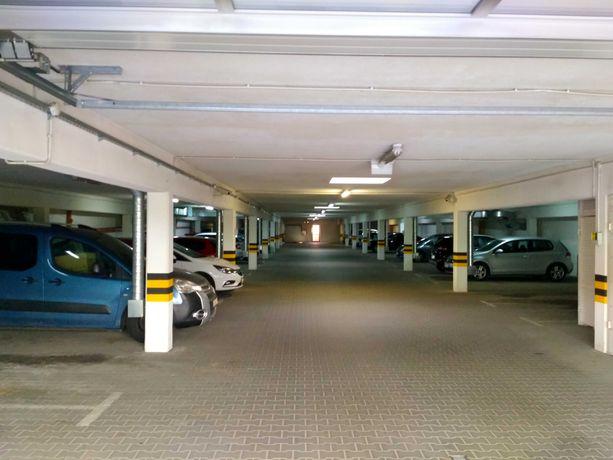 Miejsce w garażu podziemnym Czerwone Maki Bobrzyńskiego