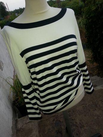 marynarski sweterek z poszerzanymi rekawami