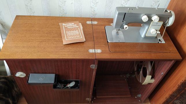 Продам швейную машинку Чайка 142м