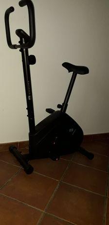 Bicicleta estática com 8 meses apenas