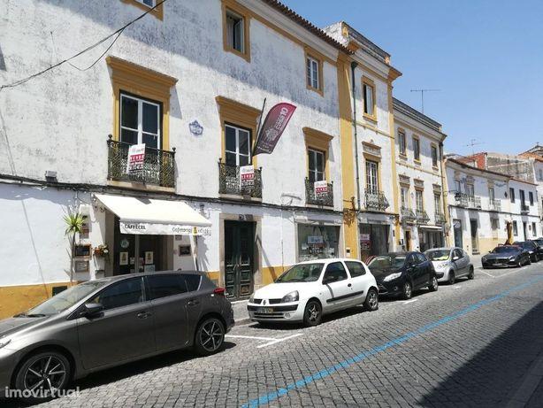 Vende-se Prédio no Centro Histórico de Évora - Golden Vis...