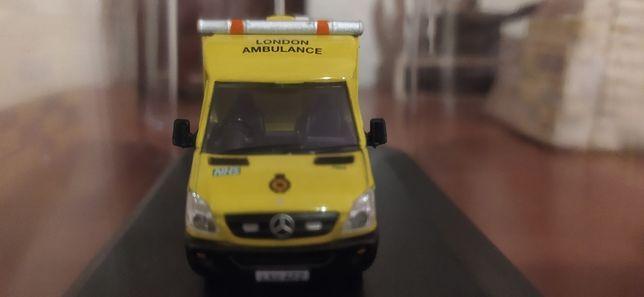 Mercedes Benz London Ambulance Service (escala 1:76)