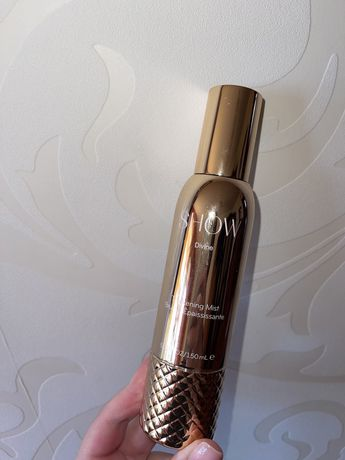Show Beauty Thickening Mist.