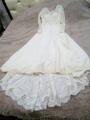 Продам свадебное платье с шлейфом