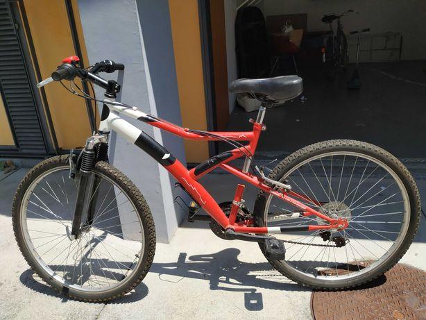 Bicicletas de montanha com suspensão dianteira