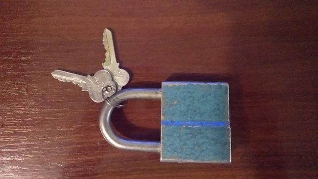 Навісний замок з 2 ключами. Матеріал: сталь.