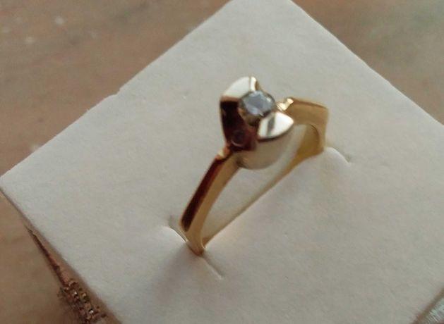 Золотое кольцо с брильянтами. желтое золото.750пр
