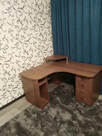 Письменный угловой стол (компьютерный)