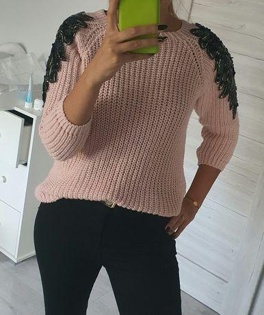 Sweter ze skrzydłami