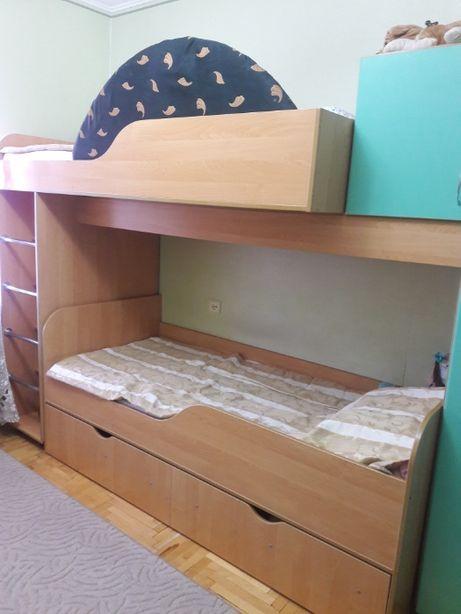 продам спальню детскую