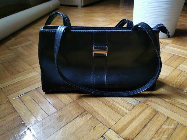 Piękna torebka damska w kolorze czarnym. Stan bardzo dobry