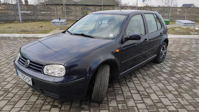 Volkswagen Golf 1.6 бензин 1999