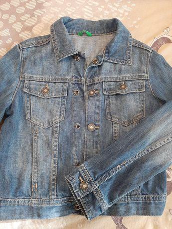 Джинсовая  курточка  на девочку  , рост 122-128
