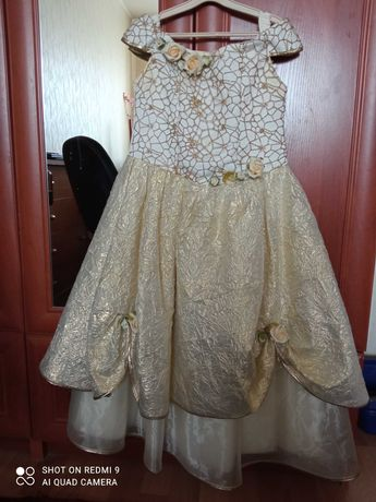Плаття нарядне на дівчинку