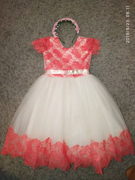 Шикарное красивое платье пышное в отличном состоянии