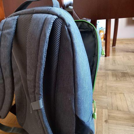 Plecak szkolny lub turystyczny.
