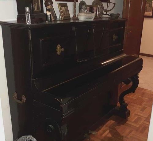 Piano vertical antigo