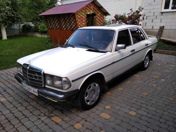 Продам Mercedes-Benz 123 1984 року.