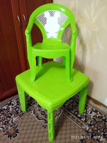Стол и стул в идеальном состоянии
