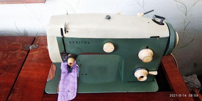 Швейная машинка VERITAS.