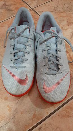 Buty halówki halowe nike 35.5