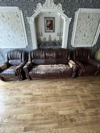 Продаю кожаный диван и два кресла