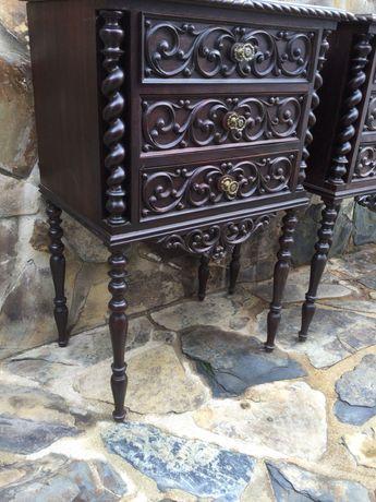 Par de mesas de cabeceira antigas Renascença