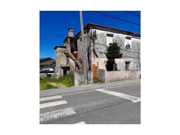 Casa com 2 Andares moradia c/ 2 apartamentos T2 Santa mar...