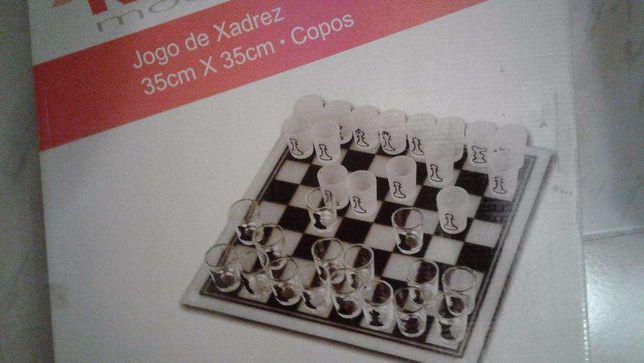 Tabuleiro de xadrez em vidro novo