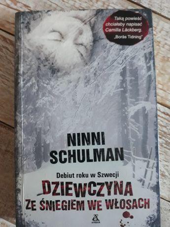 Dziewczyna ze śniegiem we włosach. Ninni Schulman