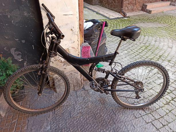 Велосипед для отдыха или работы курьером.
