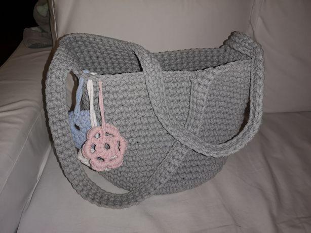 Ręcznie robiona torebka na ramię, szara, 3 zawieszki, WYSYŁKA W CENIE