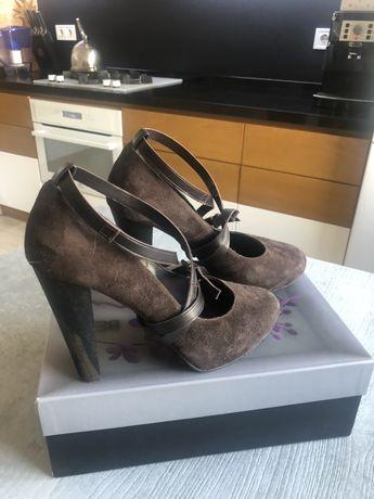 Стильные женские туфли замшевые