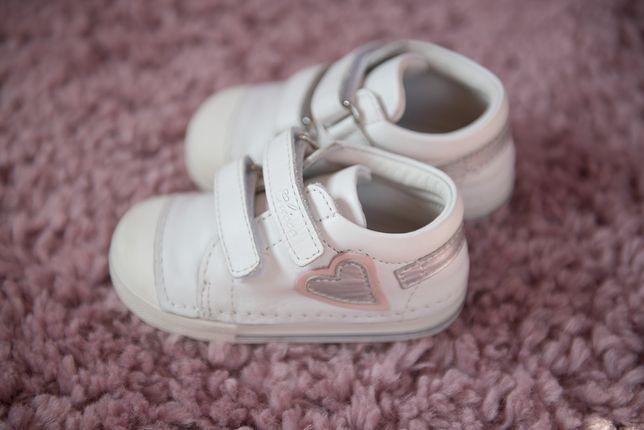 Buty dziecięce na rzepy