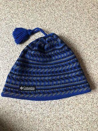 Фирменная шапка Columbia.