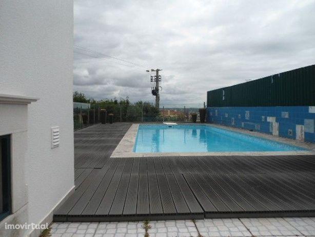 Moradia V3, com piscina, anexo, garagem. 3km da praia