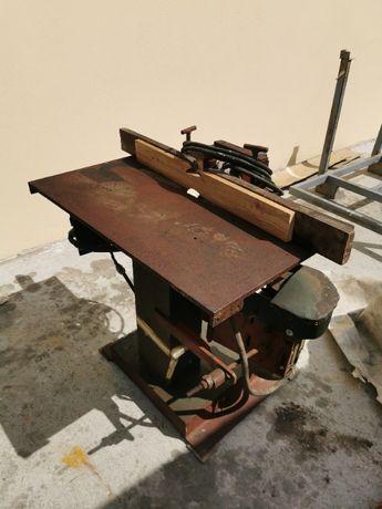Frezarka do drewna dolnowrzecionowa solidna konstrukcja