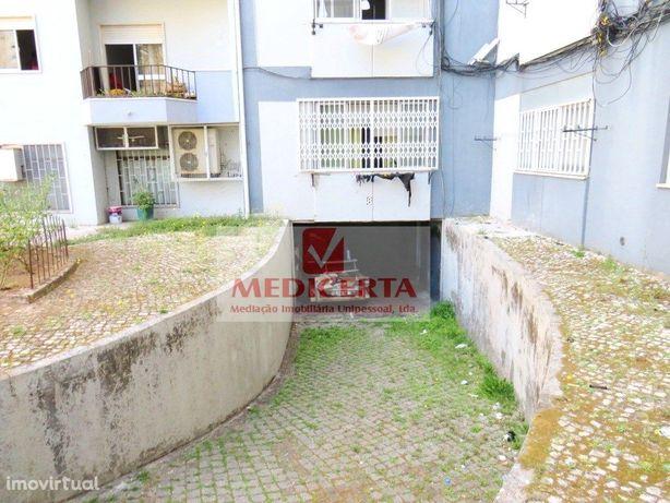 Armazém/Garagem – 225m2 com wc – AMADORA